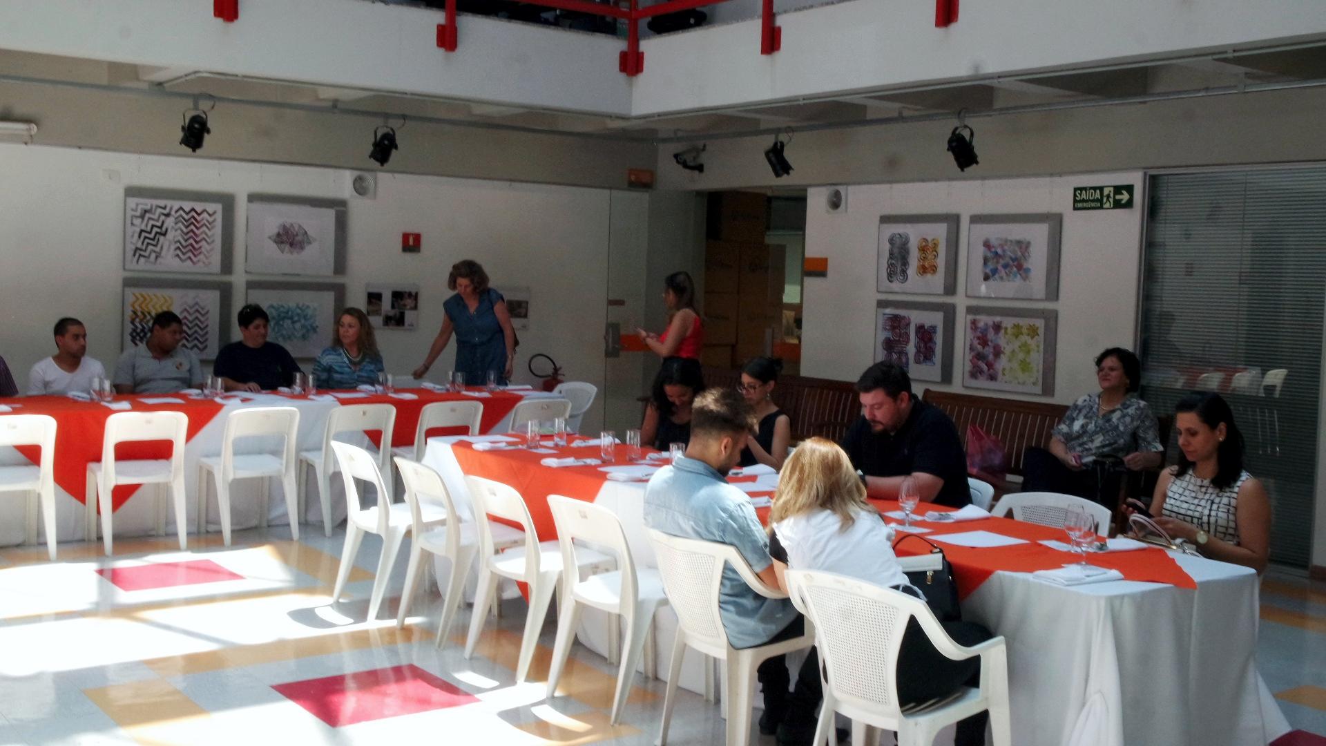 Convidados chegando no almoço